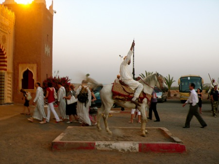Chez-Allez-Dinner-Show-Marrakech-Palmary-Man-on-Horse