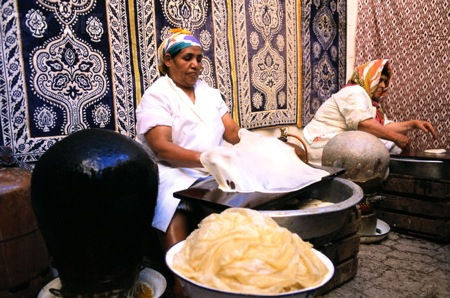 Fes-Women-Preparing-Pastilla